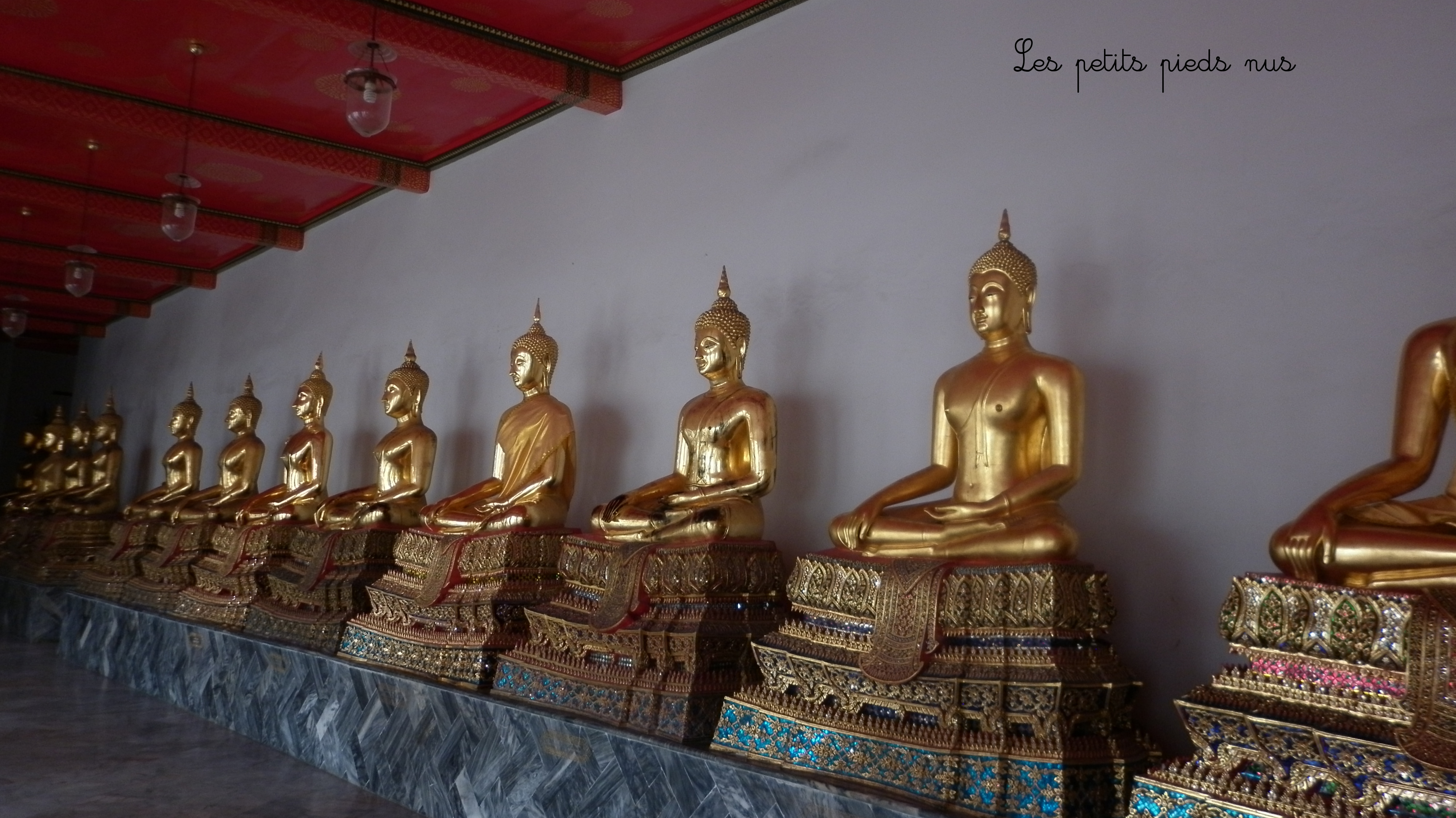 bangkok bouddha couch wat pho les petits pieds nus. Black Bedroom Furniture Sets. Home Design Ideas